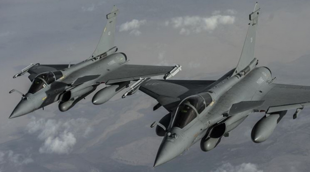 US Refuels French F-2 Rafale Aircraft Over Iraq (Inherent Resolve)