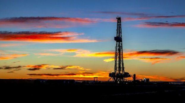 oil drilling rig (pixabay)